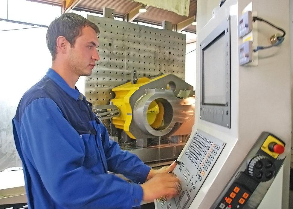 August Möller Nachf. GmbH   Lohnfertigung   Maschinen-   Anlagen-   Vorrichtungs-   Stahlbau   Teilefertigung   Montagen
